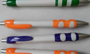 Two color combined grip pens